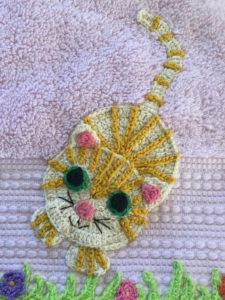 Crochet cat gold