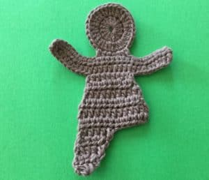 Crochet gingerbread man body with 1st leg