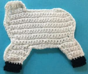 Crochet unicorn body with hoofs